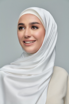 THALIA Satin Shawl in Daisy White