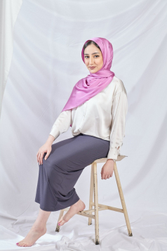 THALIA Satin Shawl in Cashmere Rose