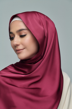 THALIA Satin Shawl in Burgundy Rose