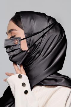 Thalia Satin Headloop Mask in Black Aswad