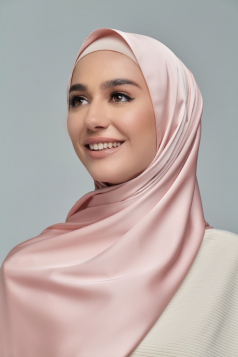 THALIA Satin Shawl in Peach Sakura
